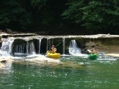 Kayak sur le guiers- © VERTES SENSATIONS